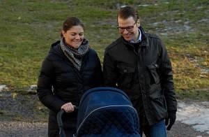 Victoria et Daniel de Suède ravis: 1er tour en poussette de la princesse Estelle