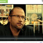 François Damiens, producteur lubrique, face à des Kaïra