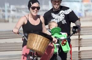 Pink avec sa fille et son chéri : Promenade à vélo avant son grand retour