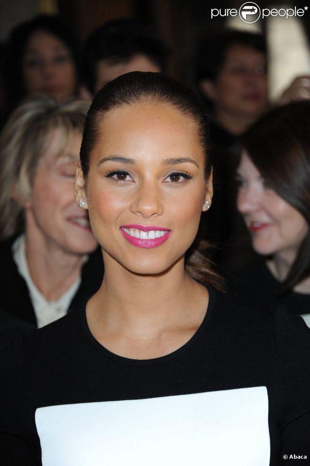 La ravissante Alicia Keys assistait au défilé Stella McCartney à Paris, le 5 mars 2012.