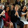 Nancy Shevell, Paul McCartney et Alicia Keys applaudissent lors du final de Stella McCartney à Paris, le 5 mars 2012.