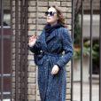 Leighton Meester cachée derrière ses lunettes de soleil sur le tournage de Gossip Girl, le 5 mars 2012 à New York