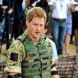 Le prince Harry le 7 mars 2012 à Kensington lors d'une démonstration de ses qualités de tireur d'élite