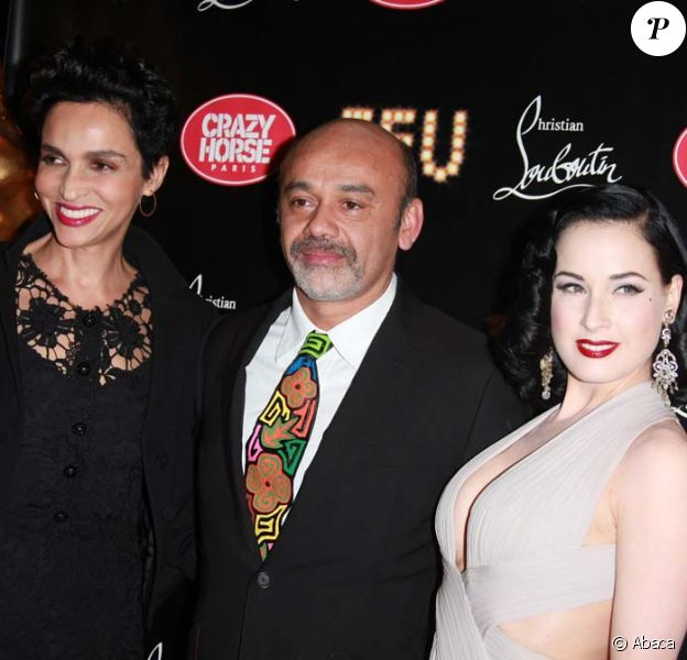 Farida Khelfa, Christian Louboutin et Dita Von Teese à la première VIP de la revue Feu du Crazy Horse, à Paris, le 12 mars 2012.