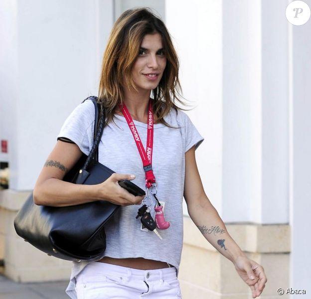 Elisabetta Canalis, dans un look digne du printemps, est en route pour le cinéma avec des amis. Los Angeles, le 14 mars 2012.