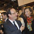 François Hollande et Valérie Trierweiler au Salon du Livre le 18 mars 2012 à Paris