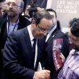 François Hollande le 18 mars 2012 au Salon du Livre à Paris