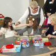 Camilla Parker Bowles en visite avc la reine Silvia de Suède à l'école primaire internationale britannique de Stockholm, le 23 mars 2012.