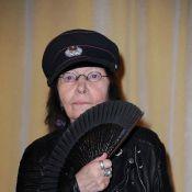 Brigitte Fontaine, lookée à 72 ans, décorée à Paris