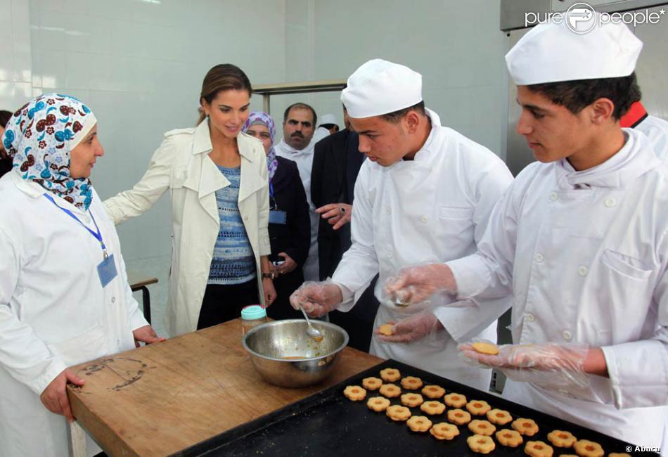 la reine rania de jordanie d couvre l 39 atelier cuisine du centre d 39 apprentissage vtc de marka le. Black Bedroom Furniture Sets. Home Design Ideas