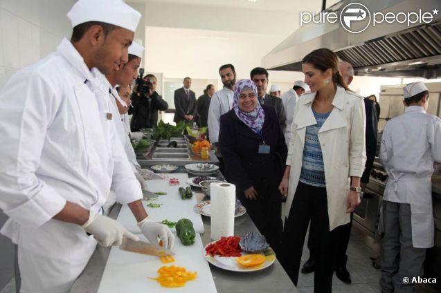 rania de jordanie d couvre l 39 atelier cuisine du centre d 39 apprentissage vtc de marka le 19 mars. Black Bedroom Furniture Sets. Home Design Ideas