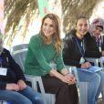 La reine Rania de Jordanie en janvier 2012 dans un centre Madrasati.