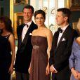La princesse Mary de Danemark sublime lors du dîner donné en l'honneur du prince Charles et de Camilla Parker Bowles par la reine Margrethe II de Danemark, le 26 mars 2012.