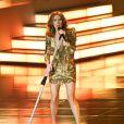 Céline Dion en minirobe gold Balmain sur la scène du Ceasars Palace, à Las Vegas, le 15 mars 2011.