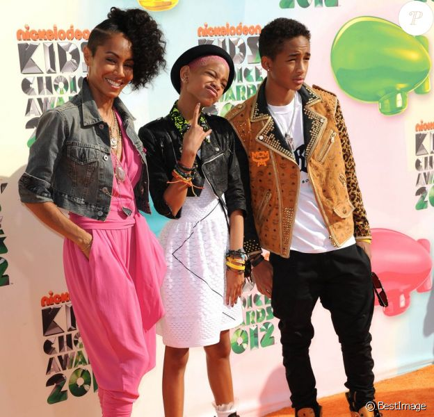 Jada Pinkett la femme de Will Smith et ses enfants Willow et Jaden Smith aux Kid's Choice Awards, Los Angeles, le 31 mars 2012.