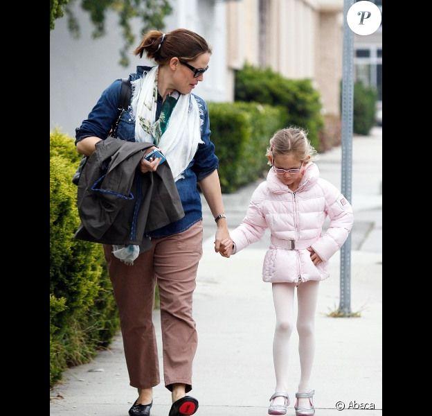 Jennifer Garner emmène son adorable Violet à son cours de danse, le 1er avril 2012 à Los Angeles