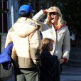Laura Dern et Ben Harper sont inséparables ! Ici, lors d'une balade en famille à Los Angeles. Mars 2012