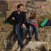 Jean-Paul Rouve et son petit double, sur la musique de Mistral gagnant