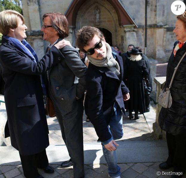 Renan Luce lors des obsèques de Philippe Bruneau le 3 avril 2012 en l'église Saint-Ouen de Caen