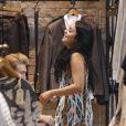 Vanessa Hudgens fait du shopping à Los Angeles le 11 avril 2012