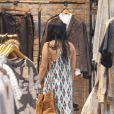 Vanessa Hudgens et son chéri Austin Butler font du shopping à Los Angeles le 11 avril 2012