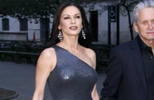 Catherine Zeta-Jones : L'actrice de 42 ans est sublime dans sa robe moulante