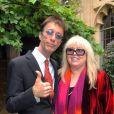 Robin Gibb avec sa femme Dwina le 5 septembre 2009 lors d'un événement caritatif chez lui pour sa Fondation Heritage. Le chanteur des Bee Gees, atteint d'un cancer, est sorti le 20 avril 2012 du coma dans lequel il était tombé près d'une semaine plus tôt des suites d'une pneumonie.
