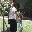 Halle Berry part chercher sa fille Nahla à l'école et arbore une nouvelle coupe de cheveux, le vendredi 20 avril à Los Angeles.