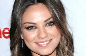 Mila Kunis très sexy en short doré à Las Vegas devant l'élégant James Franco