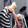 Gwen Stefani et Zuma, son petit dernier, à Los Angeles, le 28 avril 2012.