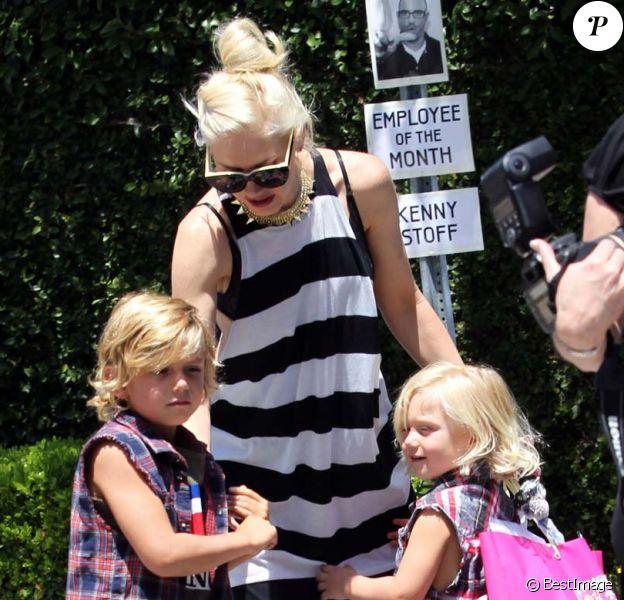 Gwen Stefani et ses garçons à Los Angeles, le 28 avril 2012.