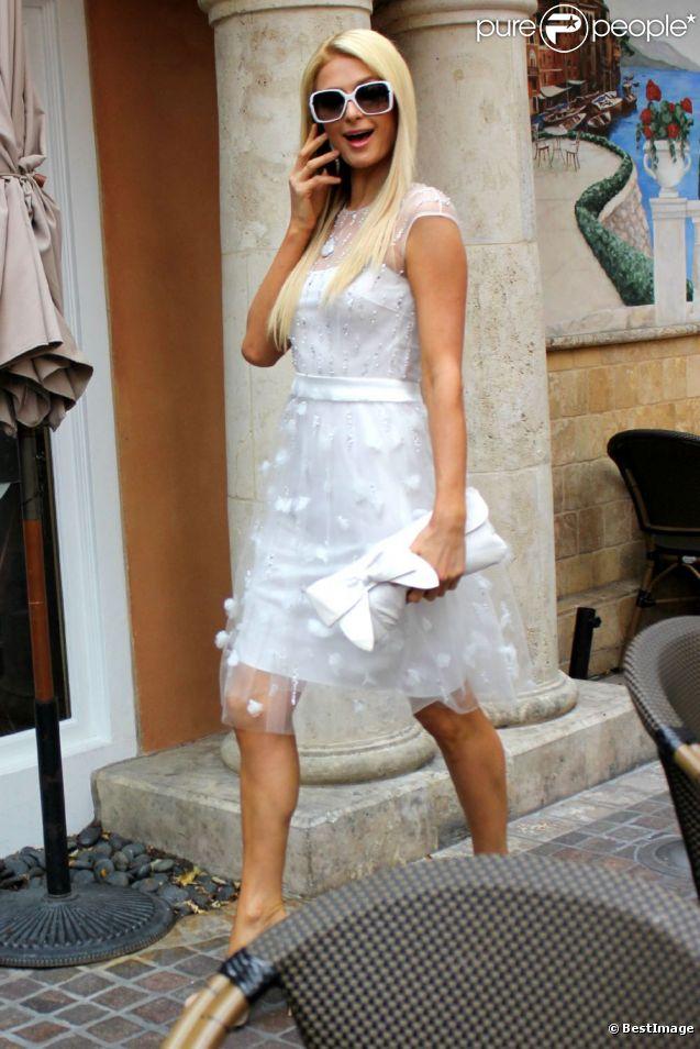 Paris Hilton au lancement de la marque de vêtements de sa mère Kathy à Los Angeles le 2 mai 2012