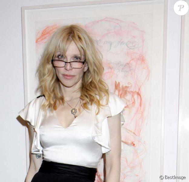 Courtney Love inaugure sa première exposition de dessins à la galerie Fred Torres Collaborations à New York, le 2 mai 2012.